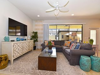 Luxe, Modern 4BR 3.5Bath WINDSOR at WESTSIDE townhouse w/pool from $120/night