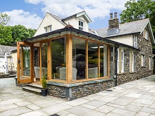 BOBBIN MILL COTTAGE, en-suite bedrooms, woodburner, private enclosed garden