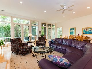Sea Pines, 4 BR, 3 Bath, 2 kings, sleeps 10 , Pool