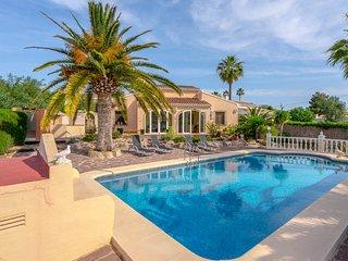 Bonita Villa con piscina junto al Golf, Javea
