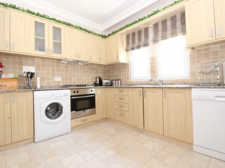 Fully Equipped Modern Spacious open plan kitchen