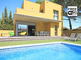Private villa with pool in L´Escala, 600m from the beach