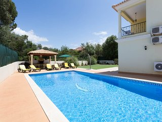 Luxury House with private pool & spacious gardens, Vilamoura