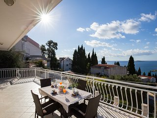 Apartments Villa Enzian-Comfort Two Bedroom Apartment with Balcony and Sea View, Mlini