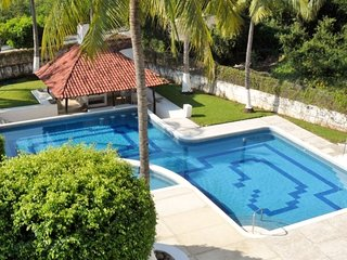 Close to Beach - 2BR / 2BA Penthouse Apartment - Pool, Ixtapa/Zihuatanejo