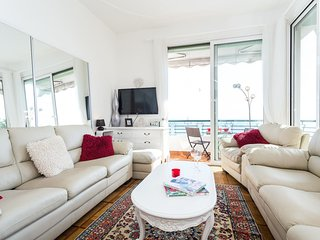 Stunning luxurious 2b/2b apartment with panoramic breathtaking sea views, Nice
