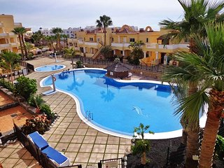 Golf Del Sur, Luxury Poolside Apartment, sea views. A/C & WiFi.