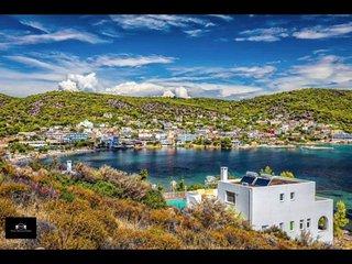Vue sur la baie et le village, les pieds dans l'eau. Relax&Fun wait for you