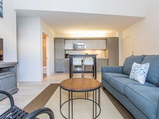 Furnished 1-Bedroom Apartment at G St & 11th Ave San Diego