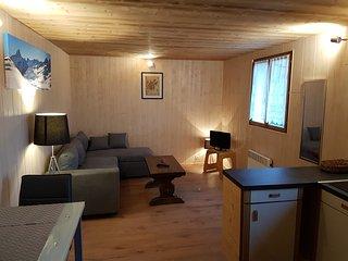 Studio savoyard 25m² dans chalet entre lac et montagnes, Bernex