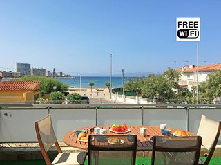Apartment with terrace and sea view, 100m from the beach