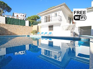 Vacation home with a large private pool in L´Escal