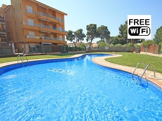 Holiday apartment next to the beach with pool, L'Escala