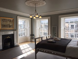 Fantastic Spacious 'Double Upper' Apartment, Edimburgo