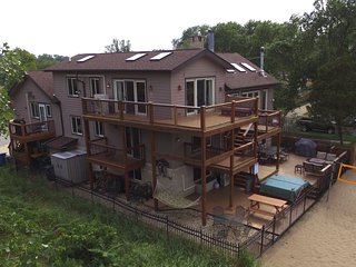 Lux Beachfront Compound on Nat'l Lakeshore, Lake Michigan views, near Chicago, Gary