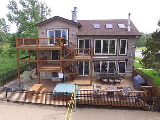 Lux Beachfront Retreat on Nat'l Lakeshore, Lake Michigan views, near Chicago, Gary