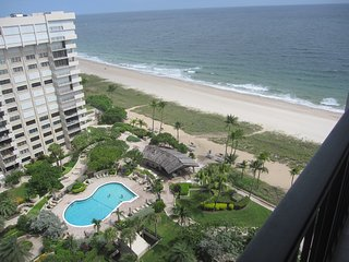 Modern Renovate us new!!!!!! 3 beds 2 baths Beach front, Lauderdale by the Sea