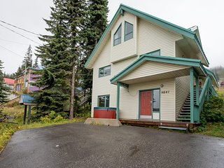 Great Ski in and Ski out - Ground Floor Condo for 6 - Pet Friendly Too!