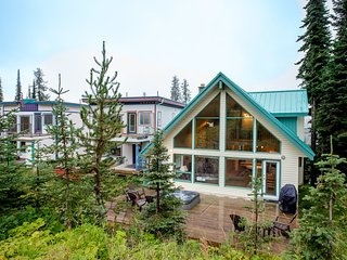 Popular Ski Chalet - Sleeps 10 - Pet Friendly!, Silver Star