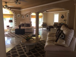 Disc. up to 25% off Beachfront Villa 3 bd. 3 ba, 2400 sq.ft. of luxury - Wow!!!.