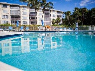 **Jan Promo** Luxurious Condo w/Full Ocean Views, Huge Balcony, Heated Pool & Jacuzzi, Islamorada
