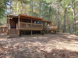Cozy cabin w/ a hot tub, an air hockey table, and amazing mountain views!, Ellijay