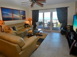 Reef Club Luxurious Remodeled 1st Floor Condo