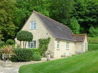 The Well House lovely rural Cotswold cottage nr Thame Oxfordshire