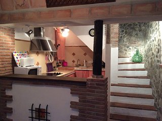 La estacion is a beautifully decorated, comfy village house with fantastic views, Canillas de Aceituno