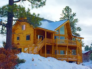 Luxury Cabin, 4 Bedroom Suites, Scenic Mountain Views-SKI SPECIALS until Aug31