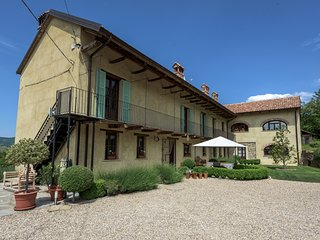 Family Friendly Italian Country farmhouse & Pool