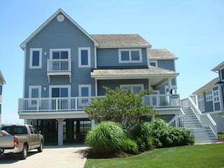 BAYFRONT LUXURY- 1/4 block to beach; spa bath(BOOKING 2018 prime time & fall);