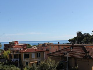 CASA THEA WITH TWO TERRACCES  CLOSE TO BEACH AND STATION, Monterosso