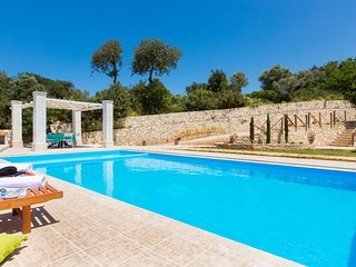 Luxury Villa Rosso Karrubo with Enormous Swimming Pool!, Réthymnon