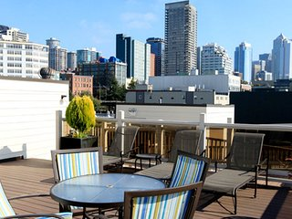 Elegant apartment, steps away from Space Needle! With 99 walk score