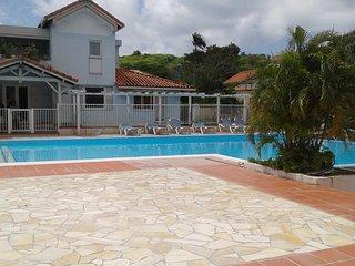 T2 RDC residence avec piscine