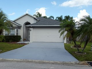 Perfect updated 3 bed pool home close to Disney, Davenport