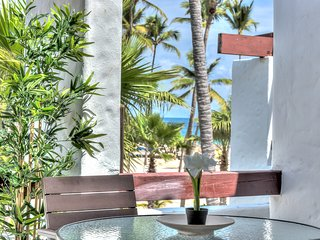 Feel the ocean breeze from this alluring beachfront apartment - D302