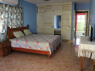 Large One Bedroom Apt fully furnished!, Isla Mujeres