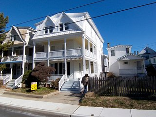 ocean views & breezes  +-1/2 block to beach, Cape May
