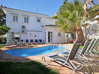 Puerto Banus centre. 5 bed 4.5 bath.Private HEATED pool. LAST MIN SEPT L2500 p/w