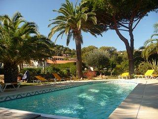 Appartements 4/5 personnes avec piscine chauffee a 150 m de la plage.
