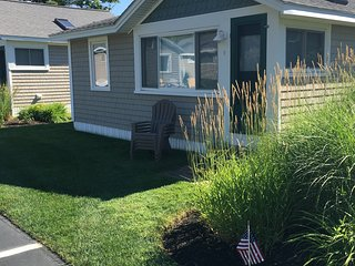 Summer Special! Air conditioned cottage, 5 minute walk to Kennebunkport