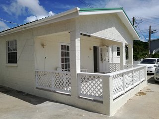 Edna's Dream spacious air conditioned  detached bungalow 50 metres to the beach