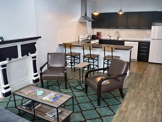 Newly renovated 2 bedroom apartment, walk to city & games, sleeps 8 people
