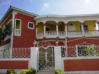 Winnie's Prospect Paradise, Comfort & Style, Morant Bay