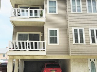3 BEDROOM CONDO WITH HEATED POOL - 1.5 BLOCKS TO BEACH, BOARDWALK & AMUSEMENTS
