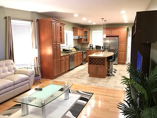 Sunny Luxury 5 Bed 4 Bath Condo Near Davis Square with 1 Parking, Somerville