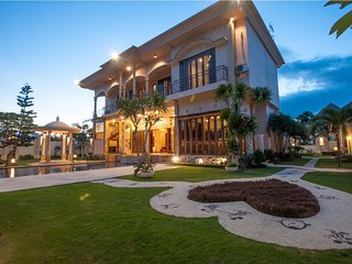 OPENING PROMO - Gorgeous 5BR Resort, 400mt from Sanur Beach!
