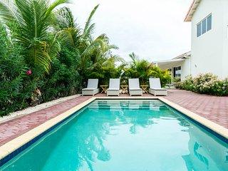 CUROYAL Holiday rental villa near beach